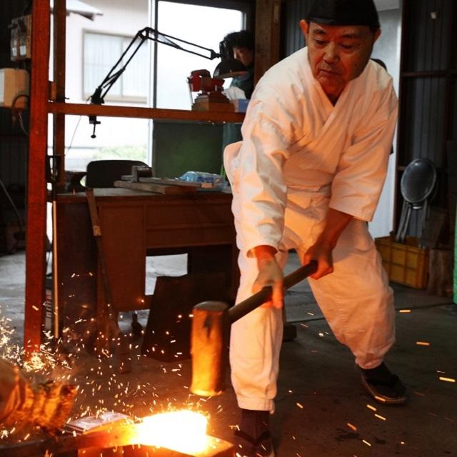強さとはしなやかさ。関鍛冶に学ぶ「日本刀ができるまで」