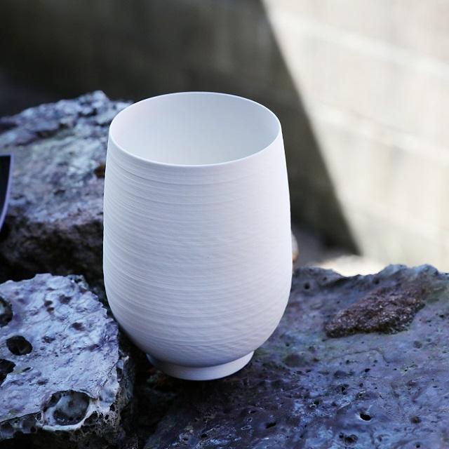 【三川内焼】光を通す極薄手の磁器「卵殻手」を復興。「平戸藤祥」藤本岳英さん