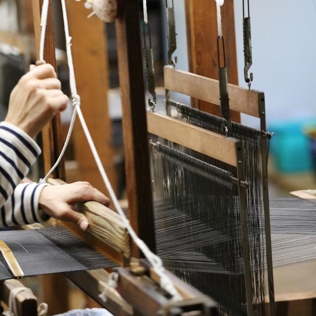 能登上布、唯一の織元「山崎麻織物工房」。志ある若者たちがつないだ伝統の技