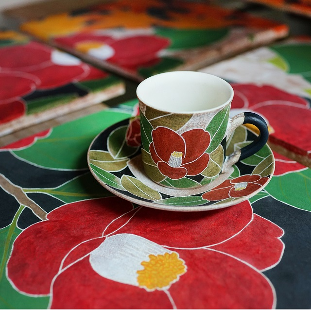【笠間焼】象嵌と上絵で、野に咲く草花の模様を纏わせたうつわ。陶芸家・大貫博之